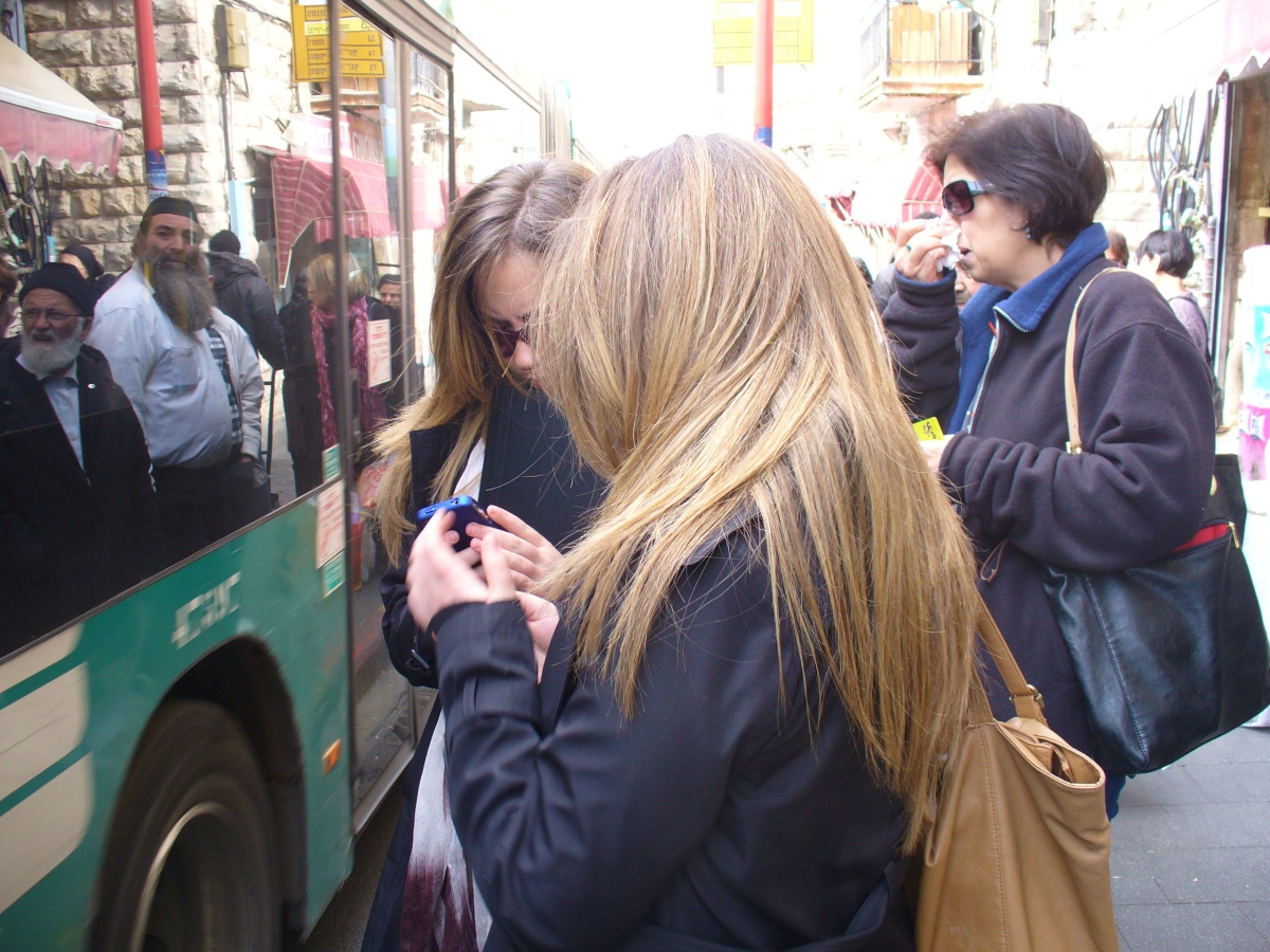 bus stops, egged stops, buses, sidewalk, bus stop poles, bus stop signs, jerusalem bus, jerusalem bus stop, shuk bus stop, shuk buses, sidewalk stops, bus, cell phones, ipads, ipods, touch phones, touch screens, smartphone, iphone